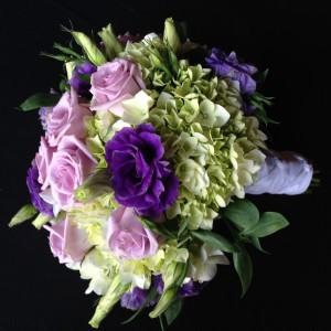 Bouquet de hortensia, rosa lila y lisianto